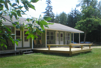 Our clean and comfortable Upper Michigan rental cabins come with cable television and many great amentities.n, wireless internet, complete modern kitchens, full bathrooms and an outdoor grill.
